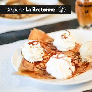 Crêpe appétissante caramel et chantilly Crêperie La-Bretonne.com