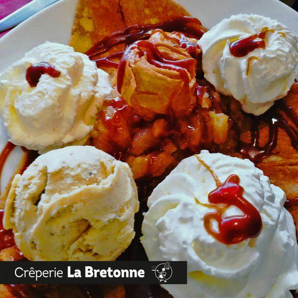 Crêpe avec Chantilly et glace Crêperie La-Bretonne.com