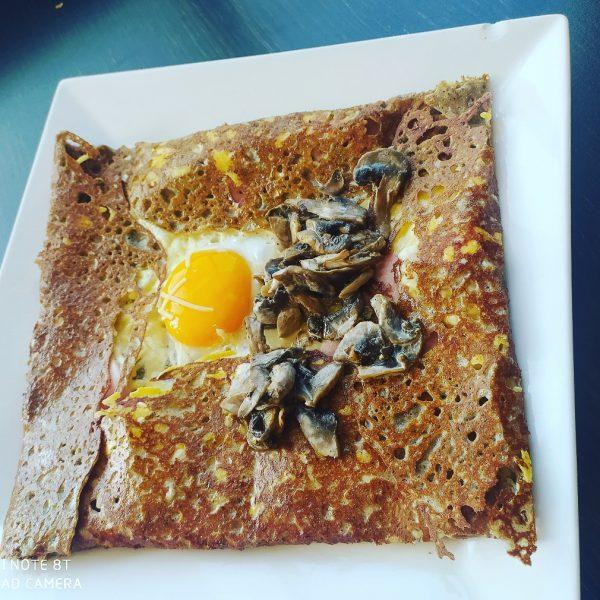 Galette complète avec champignons Crêperie La-Bretonne.com