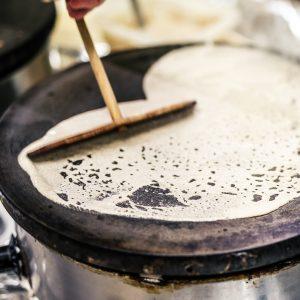 Préparation de galette sur bilig Crêperie La-Bretonne.com