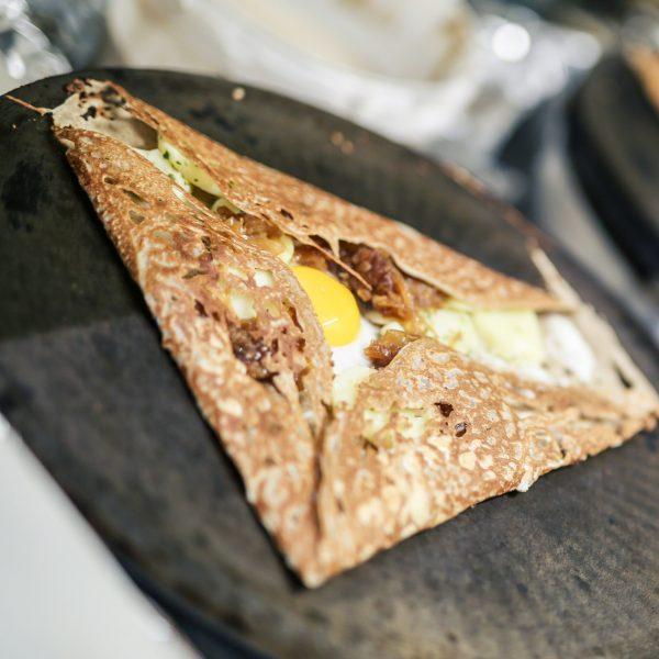 Galette complète avec œuf Crêperie La-Bretonne.com
